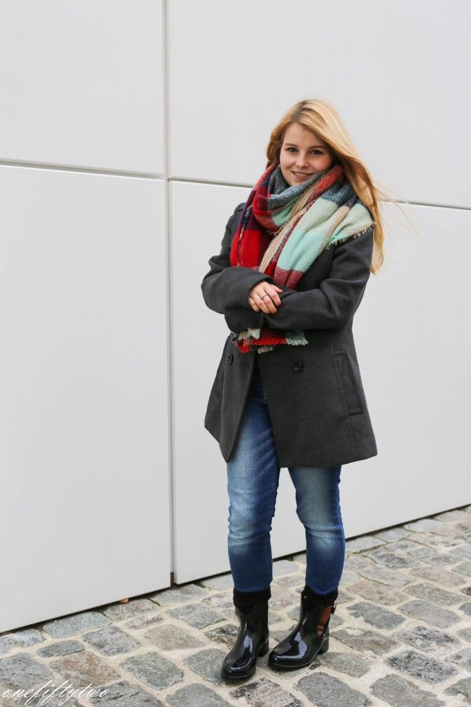 Outfit // XXL-Schal und Lack-Booties