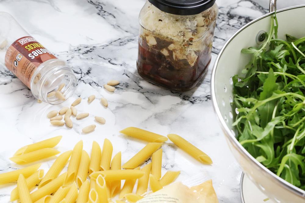 Recipe // Italienischer Nudelsalat mit Rucola und getrockneten Tomaten